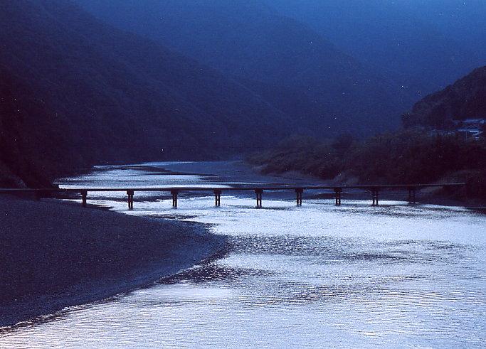 川の流れのように おだやかに この身を まかせていたい 川の流れのよう... 写真集:四万十川新