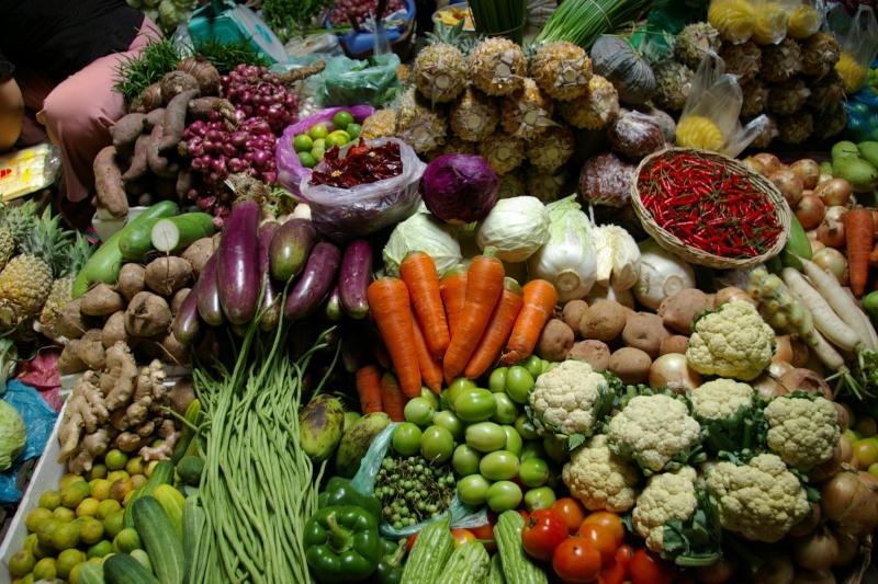 カンボジア人は野菜大好きです。炒めたり、スープに入れたり、生で食べたり。... みわこのカンボジ