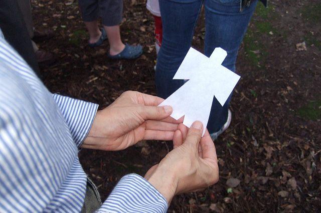 この白紙で作った「ひとがた」にむかって腹中の空気を一気に吐き出します。... 舞岡八幡宮