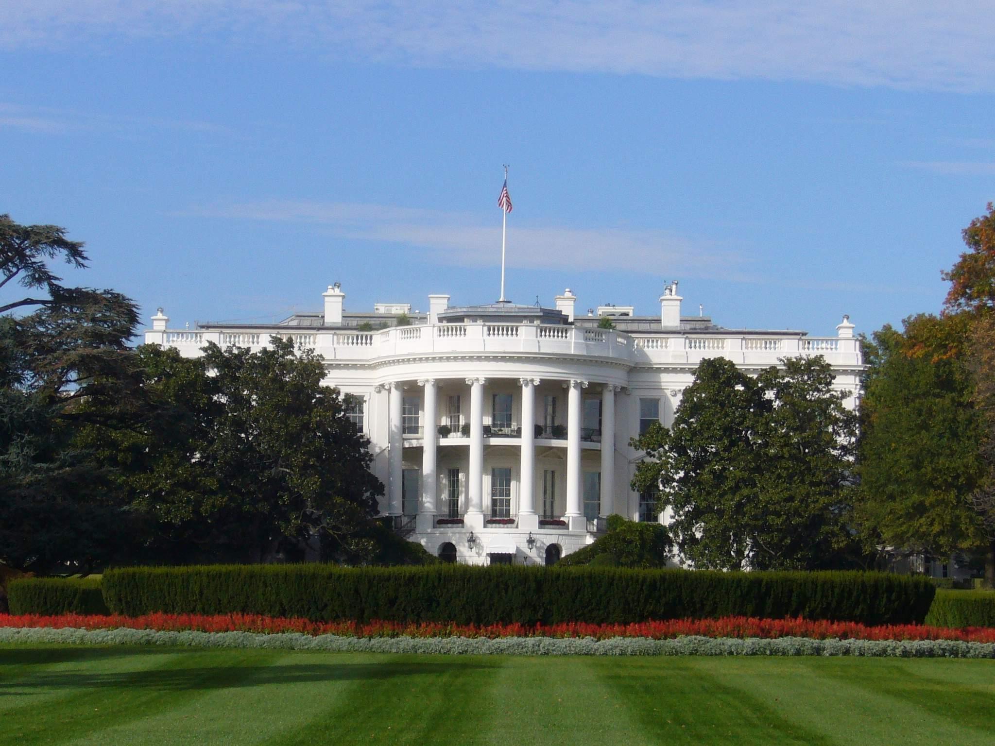 ホワイトハウス。一般公開はしていないのでフェンスを通してでしか撮影できま... くまのポーランド