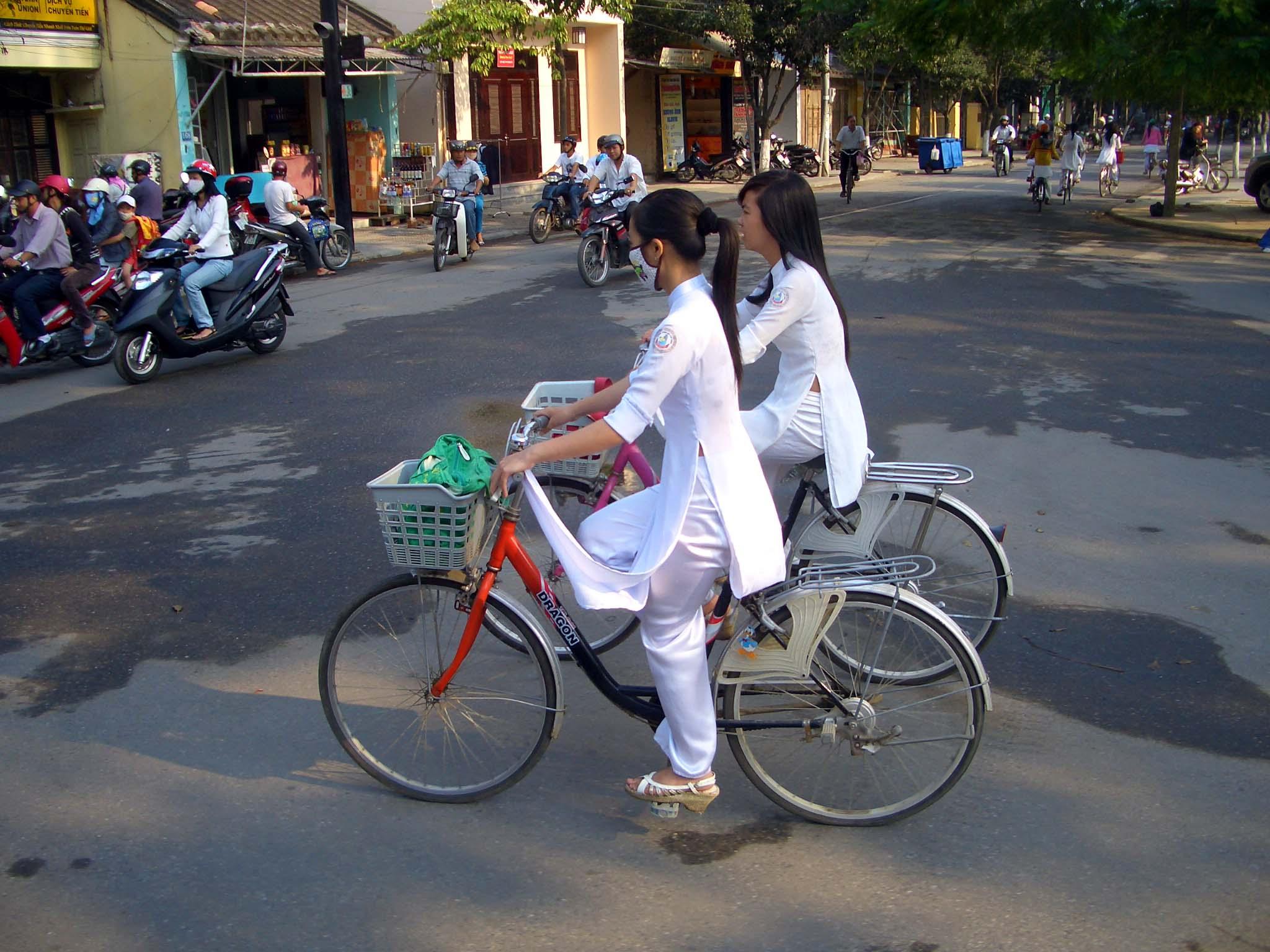 自転車 高校生パンチラの画像