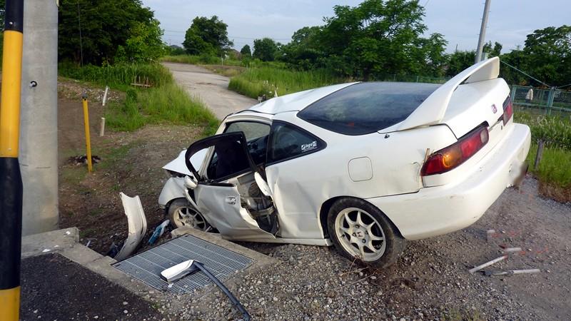 自動車事故現場 #3 : 朝に道を聞かば 夕べに死すとも可也