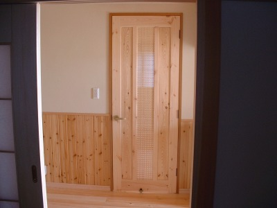 こちらは、戸の中心に硝子と組子と組み合わせてます。組子も、いろいろとデザ... はしぐち木工所