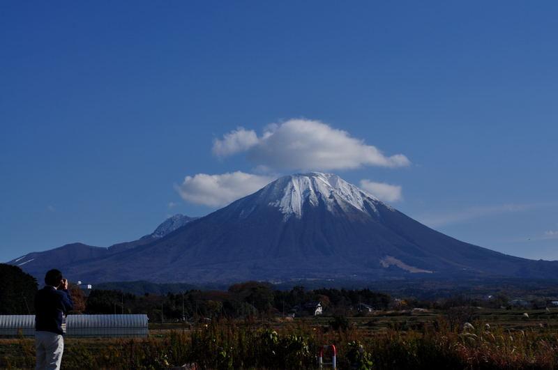 昨日の雨が嘘のように晴れ上がり、大山が威風堂々と立っていた。 山陰の旅 大山へ